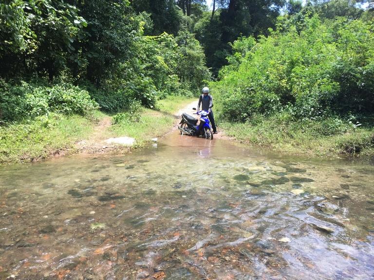 Trail to Nam Sanam Waterfall on Thakhek Loop