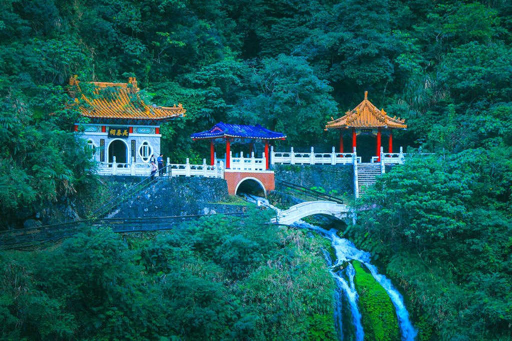 eternal spring shrine taroko national park