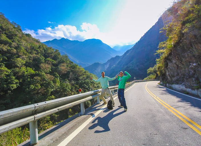 hiking-the-road-in-taroko-gorge-national-park