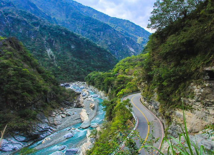 overlooking the river in taroko gorge national park