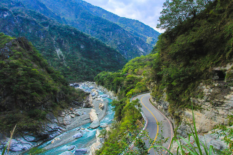 Winding road to taroko national park attractions