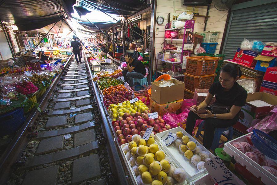 Maeklong Market fruit