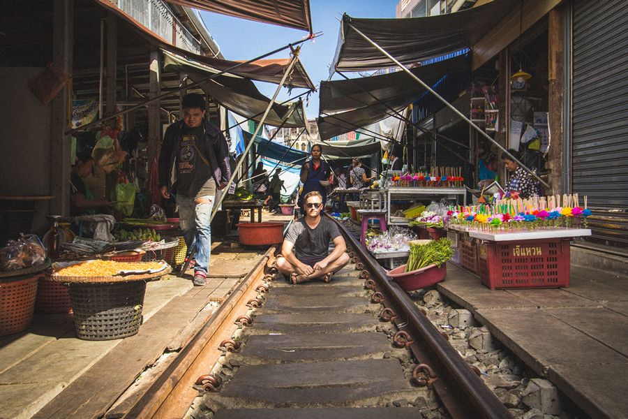 how to get to maeklong railway market by train