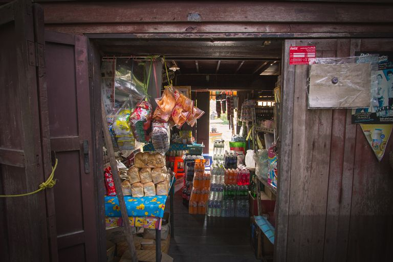 Small store along the Thonburi klongs