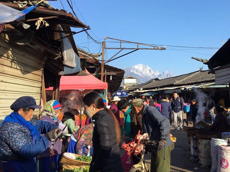 Zhongyi Market Yunnan Travel Guide