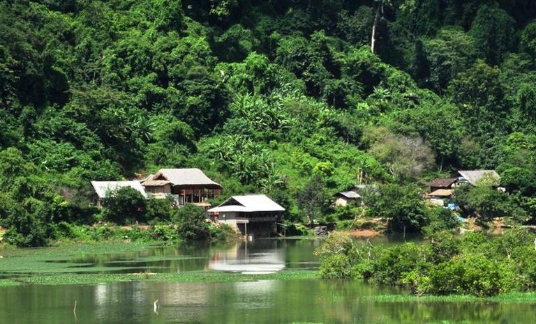 Homestay Ba Bae Lake