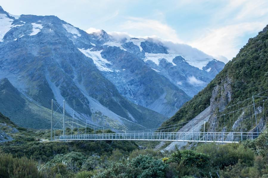 Swing bridge on the way to Mount Cook